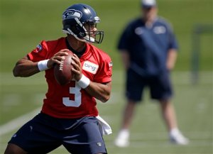 Russell Wilson isn't elite. But that is not a bad thing. (AP Photo courtesy of Ted S. Warren)