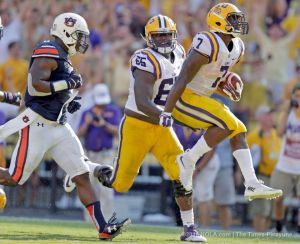 Leonard Fournette formally announced himself as a candidate for the Heisman trophy. (photo courtesy of www.nola.com)